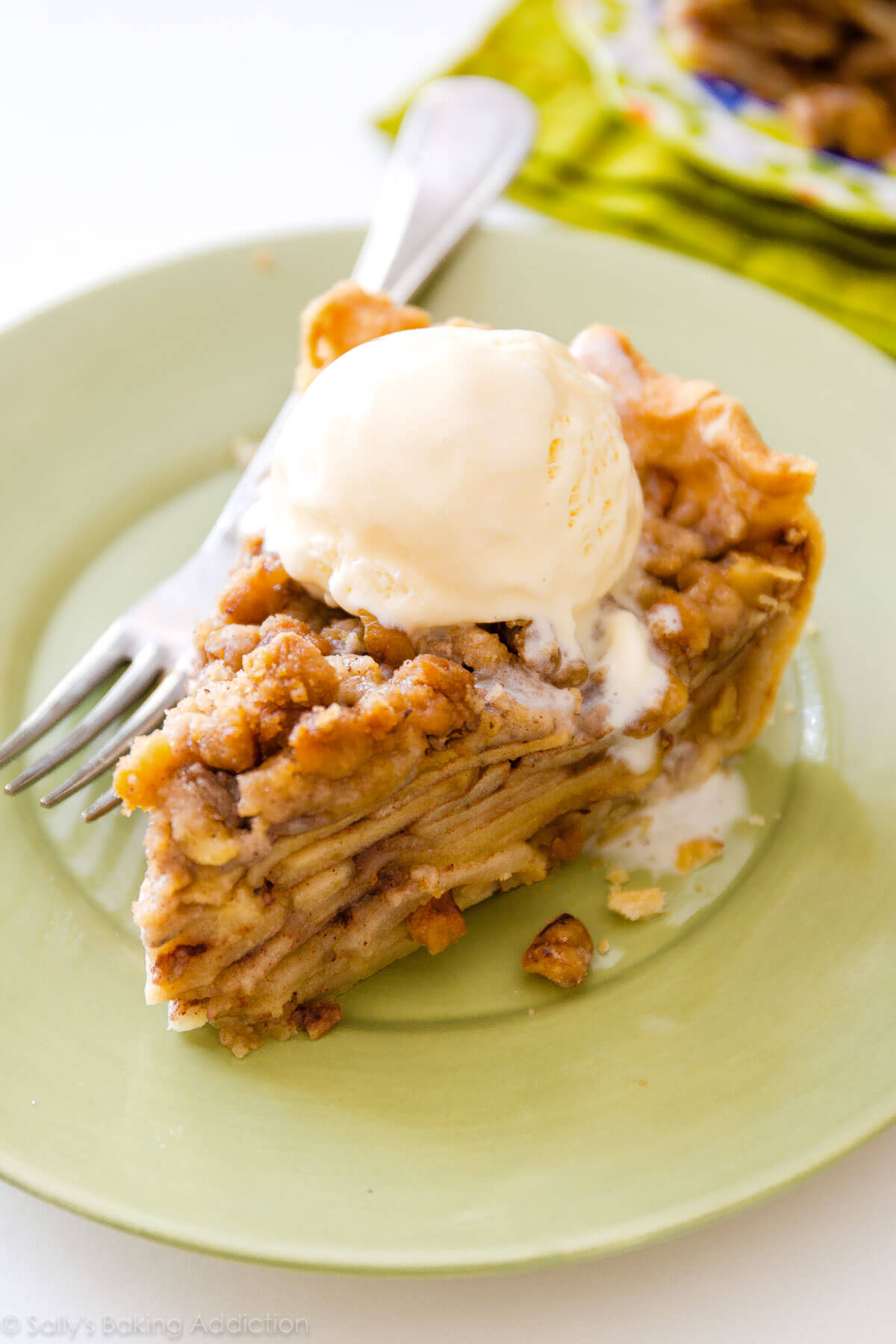 Deep Dish Apple Crumble Pie-- heavy on the crumble topping! Recipe on sallysbakingaddiction.com